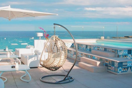 Der Blick aufs Meer vom Hoteldach ist wunderbar.