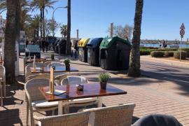 Uferstraße an Playa de Palma mit Müllcontainern vollgestellt