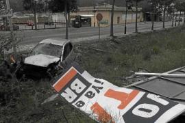 Autofahrer kracht bei Tankstelle Andratx gegen Baum