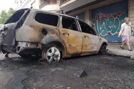 Bewohner nach Brandattacke in Wohnungen gefangen