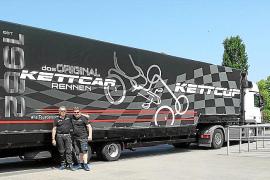 Der Kettcup-Truck wird die extra für den Event gebauten Kettcars nach Mallorca bringen.