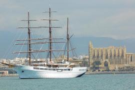 """Luxussegler """"Sea Cloud II"""" im Hafen von Palma"""
