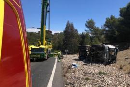 Bergungsarbeiten auf der Ringautobahn von Palma de Mallorca.