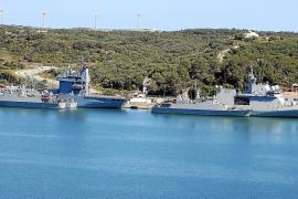 Flottenverband macht im Hafen von Palma fest