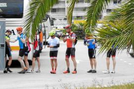 Wildpinkelnde Radfahrer nerven Port d'Andratx