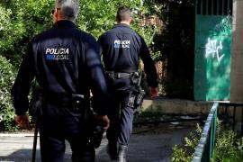 Obdachloser stürzt sich mitten in Palma auf Minderjährige