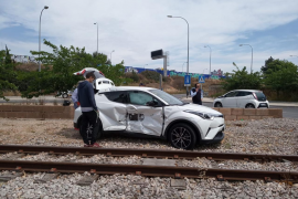 Auto kollidiert in Palma de Mallorca mit Rotem Blitz