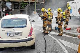 Auto brennt bei Tankstelle auf Mallorca
