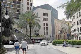 Hier geht's hoch zur Plaça Major, hinten befindet sich das Teatre Principal.