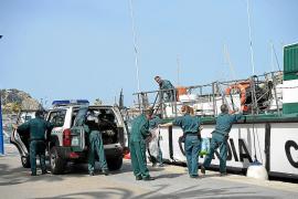 Beamte der Guardia Civil haben ein Schiff auf dem Weg nach Mallorca aufgebracht.