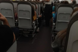 Kinder aus Mallorca saßen im Flieger fest