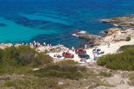 Umweltschützer monieren Autos auf Llucmajor-Steilküste