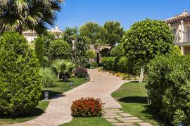 Ein Garten gehört zur Anlage.