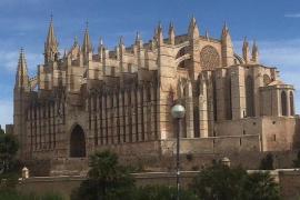 Onanist provoziert Passanten vor Kathedrale von Palma