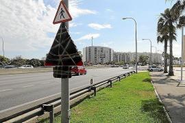 Airportautobahn im Sommer mit einer Spur weniger