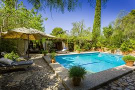 Zu Kretschmers Villa in Sa Cabaneta gehört auch ein Pool.
