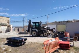 Stadt lässt neu gebaute Baracken im Problemviertel abreißen