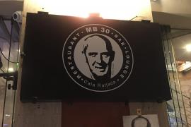 """Aus dem ehemaligen Gran Café wird das """"MB 30"""". Das Gesicht von Ex-Nationalspieler Mario Basler ist überall im Lokal zu sehen."""