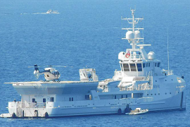 Gleich drei Mega-Yachten dümpeln vor Puerto Portals