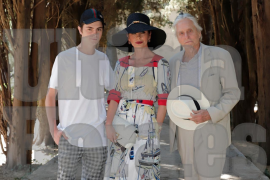 Michael Douglas zeigt sich im weißen Anzug in Valldemossa