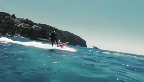 So flitzt man auf Mallorca mit dem Elektro-Surfboard übers Meer
