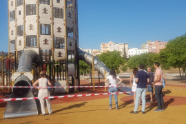 Kletterturm von Großspielplatz in Palma angezündet