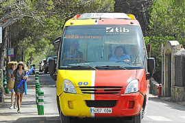 Viele Besucher reisen mit dem Bus an.