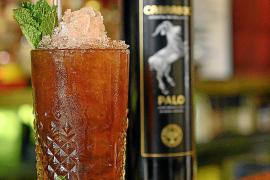 """Tipp von Brassclub-Besitzer Rafa Martin: Der """"Mojito Palo"""" basiert auf dem mallorquinischen Kräuterlikör Palo, gemixt mit Soda, Zitronensaft und Pfefferminze."""
