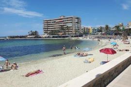Anwohner von Cala Estància holen Objekte aus dem Meer