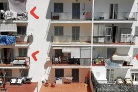 Auf Ibiza werden Balkons als Wohnverschläge vermietet