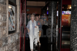 Altkönigin Sofía taucht im Rivoli-Kino in Palma auf