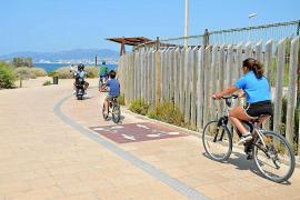 Um den Strand führt ein Rundweg, der größtenteils von Fußgängern, Joggern, Radfahrern und Skatern genutzt wird.