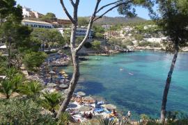Die Cala Fornells ist eine kleine geschützte Bucht in der Nähe von Peguera.