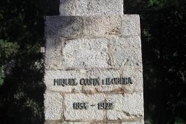 Denkmal für den Dichter Miquel Costa i Llobrera, der sich von der Bucht zu einigen seiner bekanntesten Gedichte inspirieren ließ.