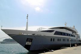 """Luxusyacht """"Serenity"""" macht im Hafen von Palma fest"""