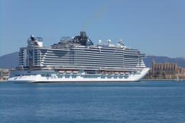 Mehr Kreuzfahrttouristen im Hafen von Palma auf Mallorca