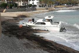 Wind treibt Yachten auf Strand von Port de Sóller