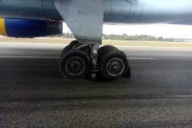 So sah das hintere Fahrwerk nach der Notlandung aus.