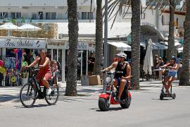 Vor allem an der Playa de Palma erfreuen sich dickbereifte Mietroller großer Beliebtheit.