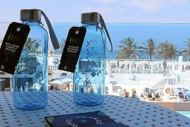 Seit kurzem bekommt jeder Iberostar-Gast wiederauffüllbare Hartplastikflaschen geschenkt.