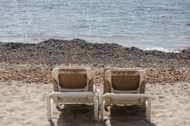 Seegras wird auch vom Serra-de-Marina-Strand entfernt
