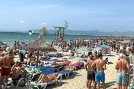 Playa-de-Palma-Urlauber urinieren in Privatgärten