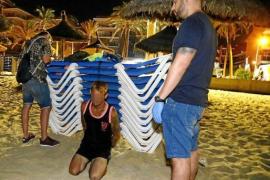 Viele Straftaten werden am Strand begangen.
