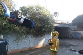 VW überschlägt sich auf Autobahn-Auffahrt