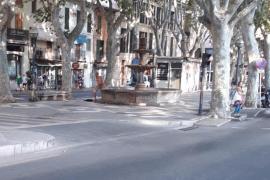 Nackter Mann badet in Brunnen an Mallorcas Einkaufsmeile