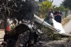 Reste der verunglückten Maschinen landeten auf einem Finca-Grundstück zwischen Sineu und Sencelles. Nachbarn halfen mit eigenen Wasserschläuchen beim Löschen des Brandes.