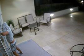 Eine Überwachungskamera filmte den Kriminellen.