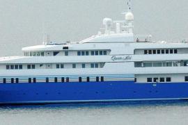 """Megayacht """"Queen Miri"""" zeigt sich in Puerto Portals"""
