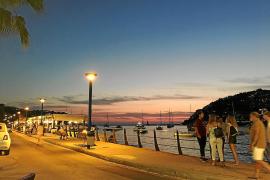 Die Uferpromenade im Abendlicht.