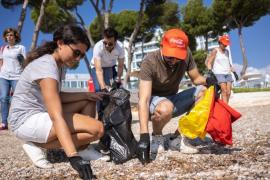 Magaluf-Strand von Müll befreit